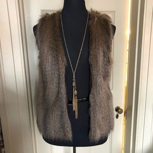 H&M/Divided fur vest